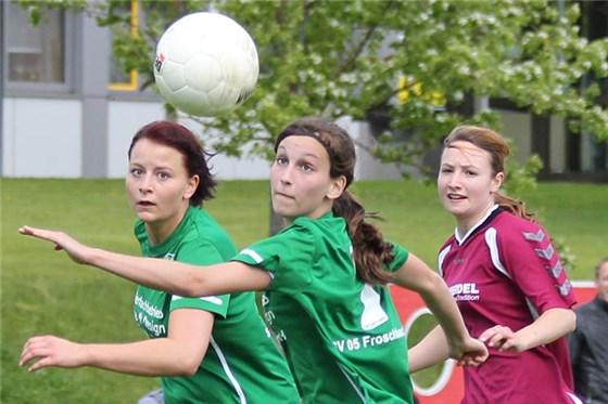 Viel Zug und immer den Ball im Blick: Lena Raithel (Mite) entwickelt viel Torgefahr.
